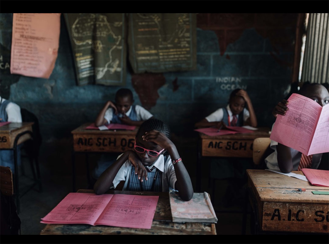 Foto: Ali Zaraay: Some of 'Loving Hands Safe House' Orphanage attending their midterm exam at AIC School in Gilgil, Kenya.